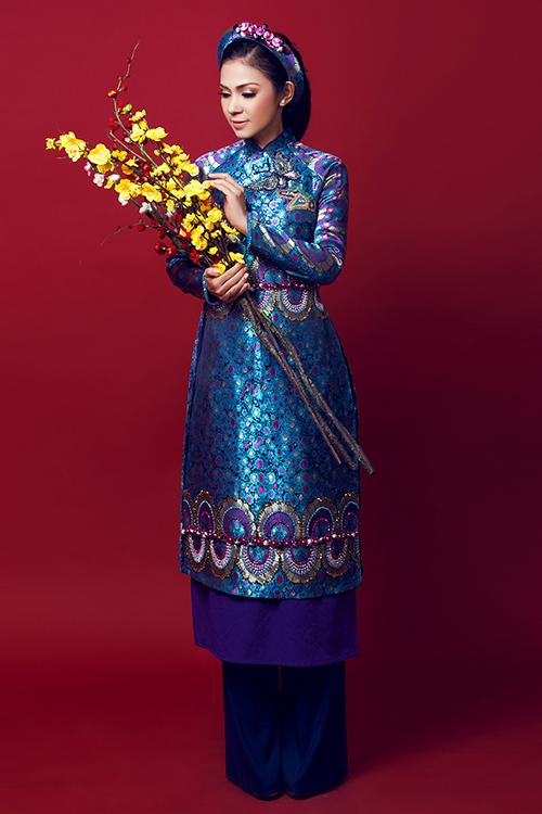 [Caption]Trong đám cưới, Thu Ngân sẽ diện một bộ soiree được thiết kế riêng có giá hàng trăm triệu của nhà thiết kế Phương Linh. Trang phục sử dụng trong album ảnh cưới cũng do nhà thiết kế Phương Linh đảm nhiệm.