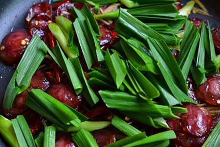 Giới thiệu cách chế biến món chả cá xào tỏi tây  Lap-xuong4a-8795-1483945631