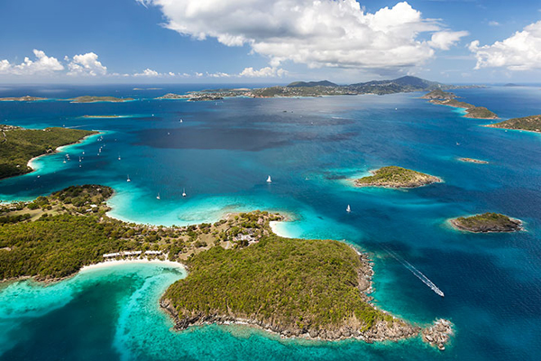 Mỗi du khách sẽ được tặng 300 USD khi đến du lịch một trong 3 hòn đảo trực thuộc là St.Thomas, St. John và St.Croix và lưu trú từ 3 đêm liên tiếp. Nếu bạn có thể tìm thấy một tour du lịch chi phí dưới 300 đô la, tức là không những không mất tiền, bạn còn lãi được tiền mang về.