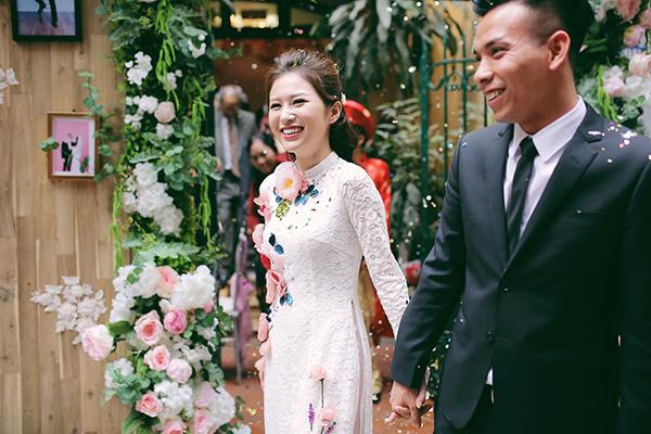 [Caption]Đám cưới của cặp đôi Dương Quỳnh Trang và Hoàng Hà diễn ra tại tư gia nhà gái ngày 6/1 vừa qua đã khiến nhiều bạn trẻ thích thú bởi sự độc đáo và sáng tạo.