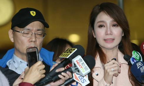 Helen Thanh Đào thừa nhận đã có chồng, bị mẹ đẻ tống tiền