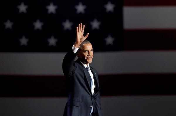 Ông Obama bước ra sân khấu trong tiếng nhạc và những tràng pháo tay rộn rã. Ông mỉm cười, vẫy tay chào tất cả mọi người và nói Xin chào Chicago. Thật tuyệt khi được về nhà.