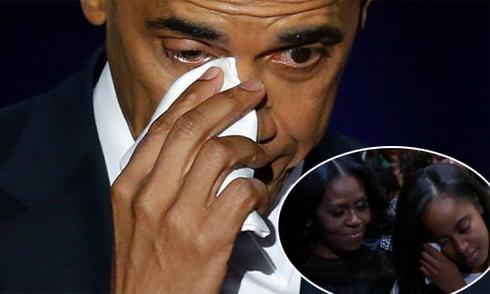 Ông Obama khóc khi cảm ơn vợ con trong bài phát biểu cuối