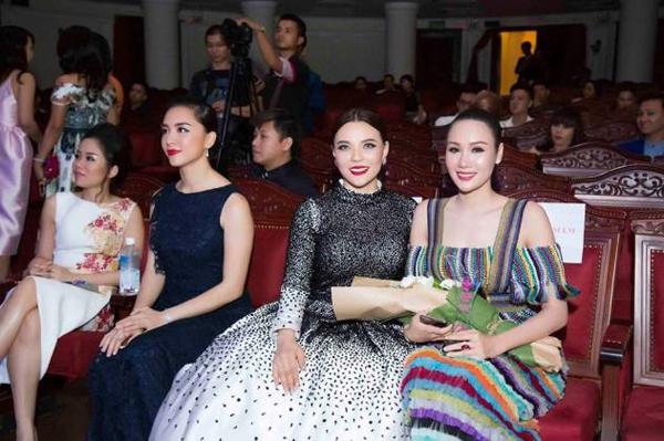Mai Phương Trang rạng rỡ tại sự kiện Người phụ nữ của năm 2016 - ảnh 7