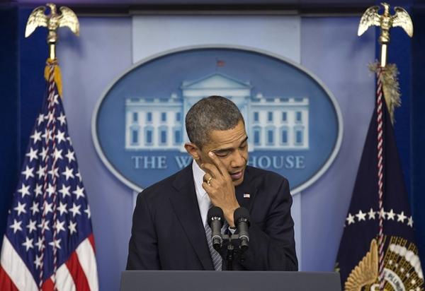 Tổng thống Obama và những lần rơi lệ suốt 8 năm nhiệm kỳ - ảnh 1