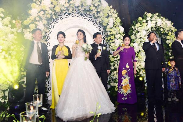 Chiêm ngưỡng lễ cưới lộng lẫy của Hoa Hậu Thu Ngân