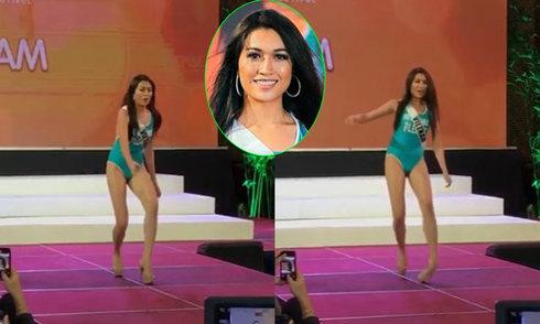 Lệ Hằng trẹo chân suýt ngã khi diễn áo tắm ở Miss Universe