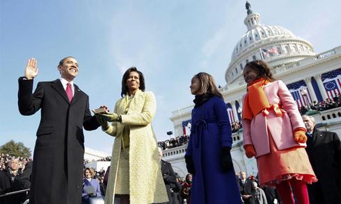 Ông Obama tuyên thệ trong lễ nhậm chức năm 2009
