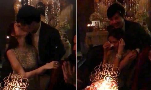 Hoa hậu Thu Thảo khóc và hôn bạn trai trong sinh nhật