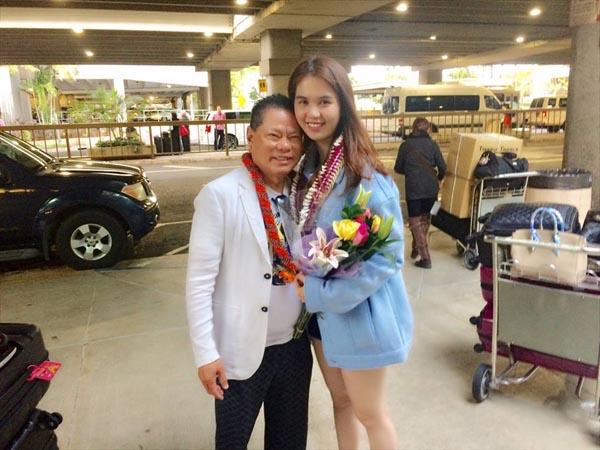 'Nữ hoàng nội y' vừa trải qua chuyến bay dài từ Sài Gòn đến Hawaii để hưởng kỳ nghỉ bên bạn trai 72 tuổi.