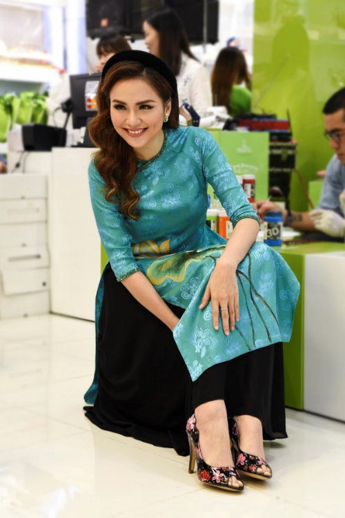 my-nhan-viet-thoi-bung-hot-trend-ao-dai-mua-tet-3