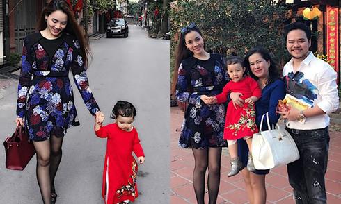 Con gái Trang Nhung xúng xính áo dài đi chùa đầu năm