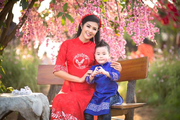 ngoc-han-xung-xinh-ao-dai-cung-dan-mau-nhi-3