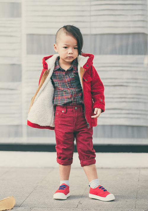 con-trai-do-manh-cuong-mac-chat-xuong-pho-2