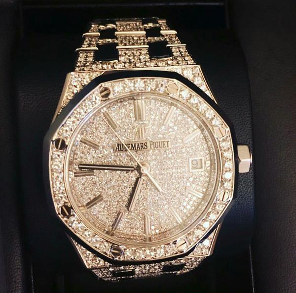 Thời gian gần đây, ngoài túi xách đắt tiền, những mẫu đồng hồ giá tiền tỷ cũng lọt vào tầm ngắm của Mai Phương Thuý.