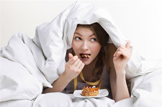 Thiếu ngủ khiến bạn ăn bao nhiêu cũng vẫn thấy đói.