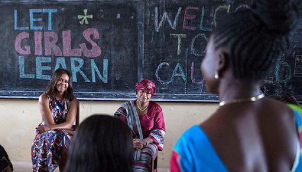 4. Luôn khuyến khích các bé gái tập trung vào việc học  Bà Michelle luôn khuyên các cô gái hãy chọn sách, thay vì các chàng trai, đồng thời có nhiều hoạt động để giúp các bé gái trên thế giới được tiếp cận với giáo dục, được tới trường. Chiến dịch Let Girls Learn của bà nhằm mục đích quyên tiền và nâng cao sự hiểu biết cho 62 triệu bé gái không có điều kiện đến trường trên toàn cầu về tầm quan trọng của việc học.