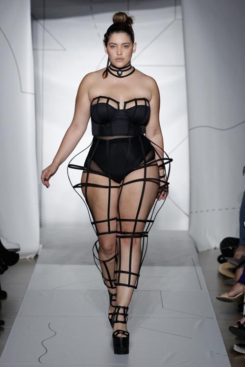 Denise Bidot là người mẫu plus size nổi tiếng. Cô là minh chứng cho việc không phải chỉ có những cô gái mình dây mới có thể trở thành người mẫu.