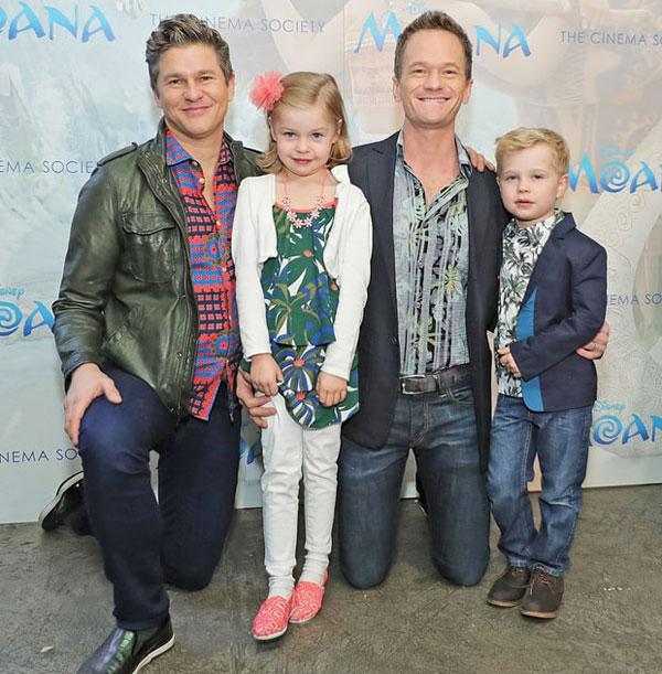 Là một cặp đôi đồng tính nên nam diễn viên Neil Patrick Harris và bạn đời David Burtka cũng có con nhờ người mang thai hộ. Vợ chồng Neil chào đón bé trai Gideon và bé gái Harper vào tháng 10/2010.