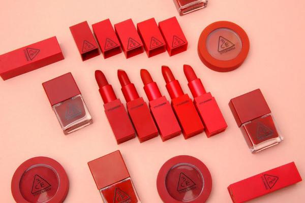Bộ sưu tập son Red Recipe của 3CE là sản phẩm hot nhất mùa Valentine năm nay.