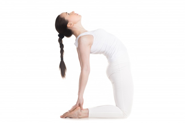 6-dong-tac-yoga-giup-lam-tang-kich-thuoc-vong-mot-5