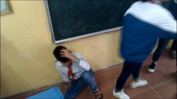 Nhóm học sinh cấp 2 đánh bạn dã man vì tội mách lẻo - ảnh 2