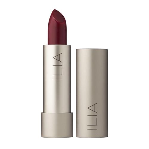 Chuyên gia hóa trang đã sử dụng màu son Ilia Tinted Lip Conditioner in Arabian Knights để có được làn môi trầm ấm và ngọt ngào.