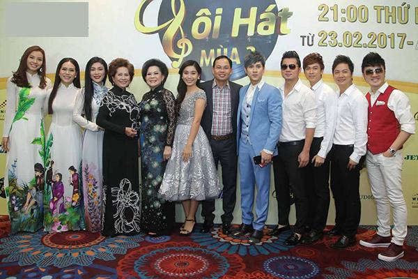 phuong-trinh-jolie-dien-ao-dai-van-sexy-4