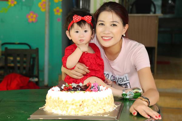 Trang Trần đón sinh nhật giản dị bên con gái - ảnh 3