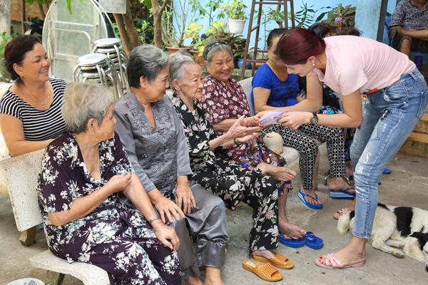 Trang Trần đón sinh nhật giản dị bên con gái - ảnh 5