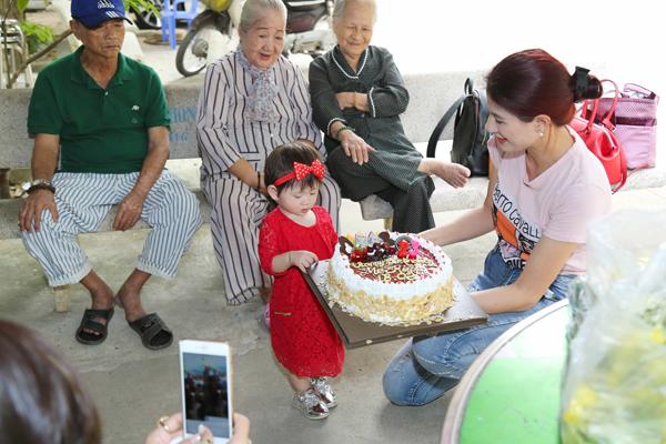 Trang Trần đón sinh nhật giản dị bên con gái - ảnh 1