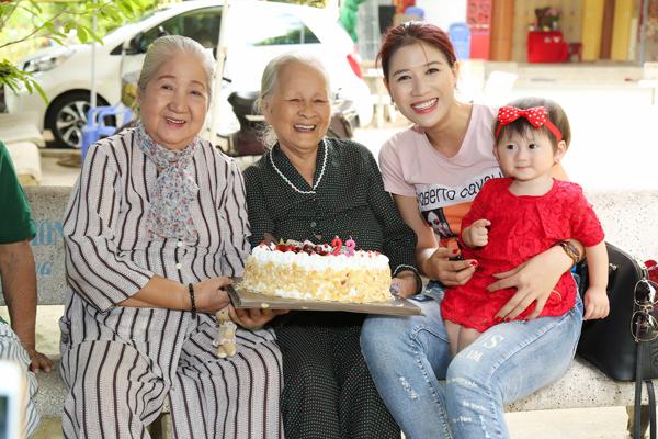 Trang Trần đón sinh nhật giản dị bên con gái - ảnh 2