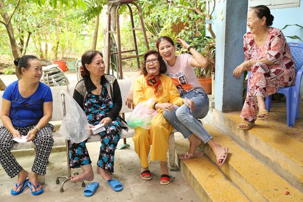Trang Trần đón sinh nhật giản dị bên con gái - ảnh 7