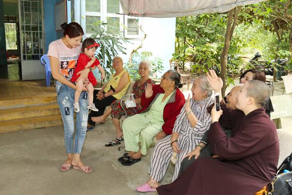 Trang Trần đón sinh nhật giản dị bên con gái - ảnh 8