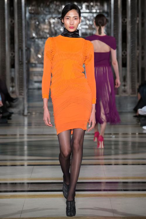 hoang-thuy-trang-pham-song-doi-catwalk-o-london-fashion-week-1