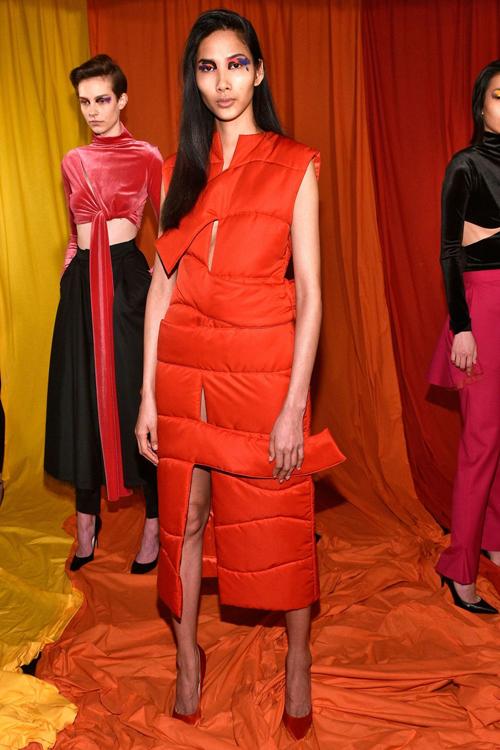 hoang-thuy-trang-pham-song-doi-catwalk-o-london-fashion-week-4