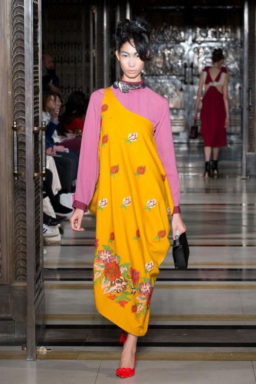 hoang-thuy-trang-pham-song-doi-catwalk-o-london-fashion-week-6