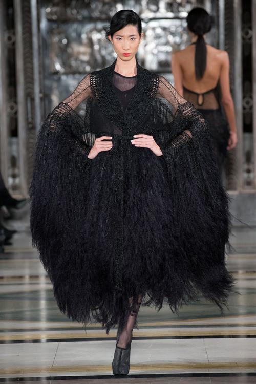 hoang-thuy-trang-pham-song-doi-catwalk-o-london-fashion-week-3