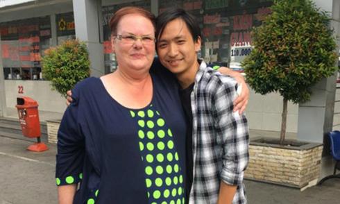 Bà mẹ người Czech đoàn tụ con nuôi người Việt sau 15 năm