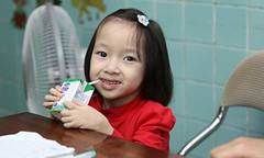 Hành trình nuôi bé gái có trái tim bên phải của 20 y, bác sĩ