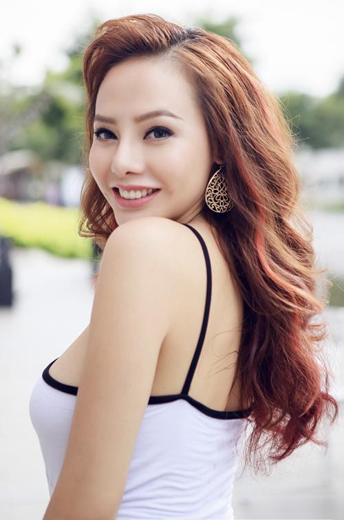 dien-vien-tu-hanh-van-chuong-vay-ao-ton-duong-cong-1
