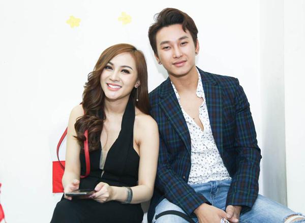 kelly-do-sac-voi-hoa-hau-diem-huong-trong-su-kien-1