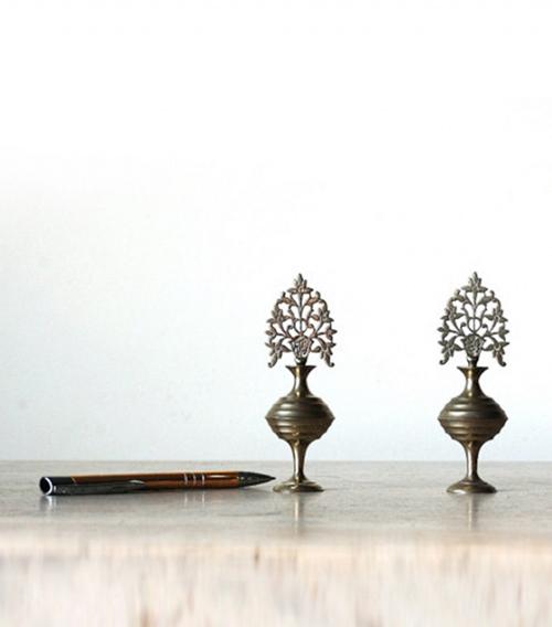Những chiếc hũ bằng đồng với thiết kế tinh xảo này đã được người Trung Đông sử dụng để đựng phấn kohl kẻ mắt trong hàng thế kỷ.