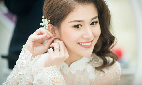 Hot girl Hà Nội ra Bắc vào Nam 'lùng' váy cưới, áo dài