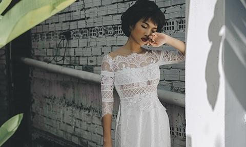 Bằng Lăng hoá cô dâu cổ điển với áo dài cưới màu trắng