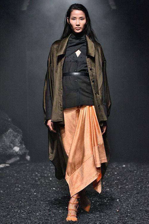 hoang-thuy-tiep-tuc-trung-4-show-tai-london-fashion-week-2
