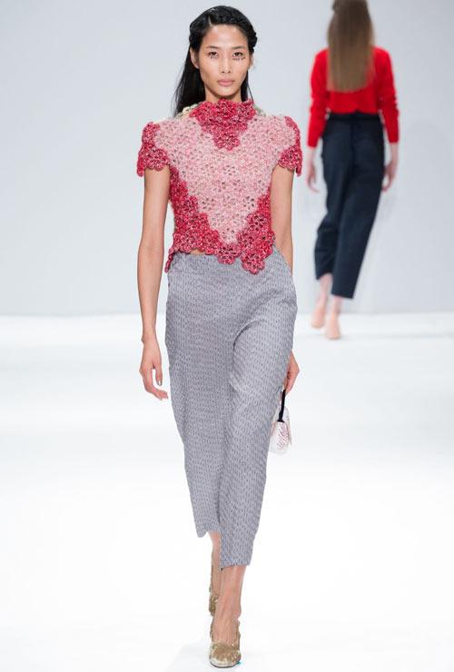 hoang-thuy-tiep-tuc-trung-4-show-tai-london-fashion-week