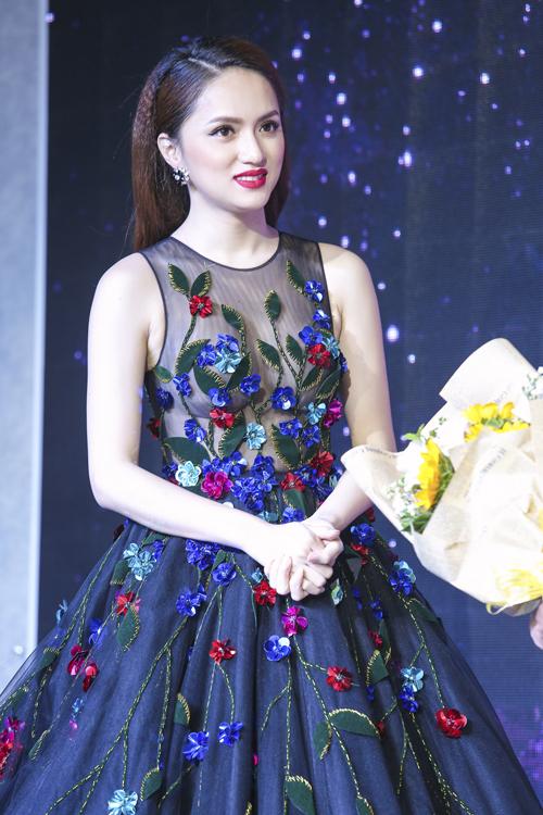 huong-giang-idol-mac-vay-xuyen-thau-nguc-tran-7
