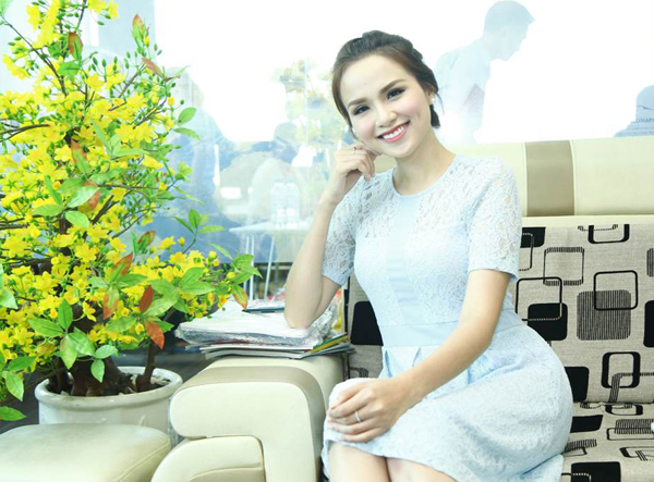 kelly-do-sac-voi-hoa-hau-diem-huong-trong-su-kien-2
