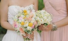 15 bó hoa cúc cầm tay phong cách đồng quê